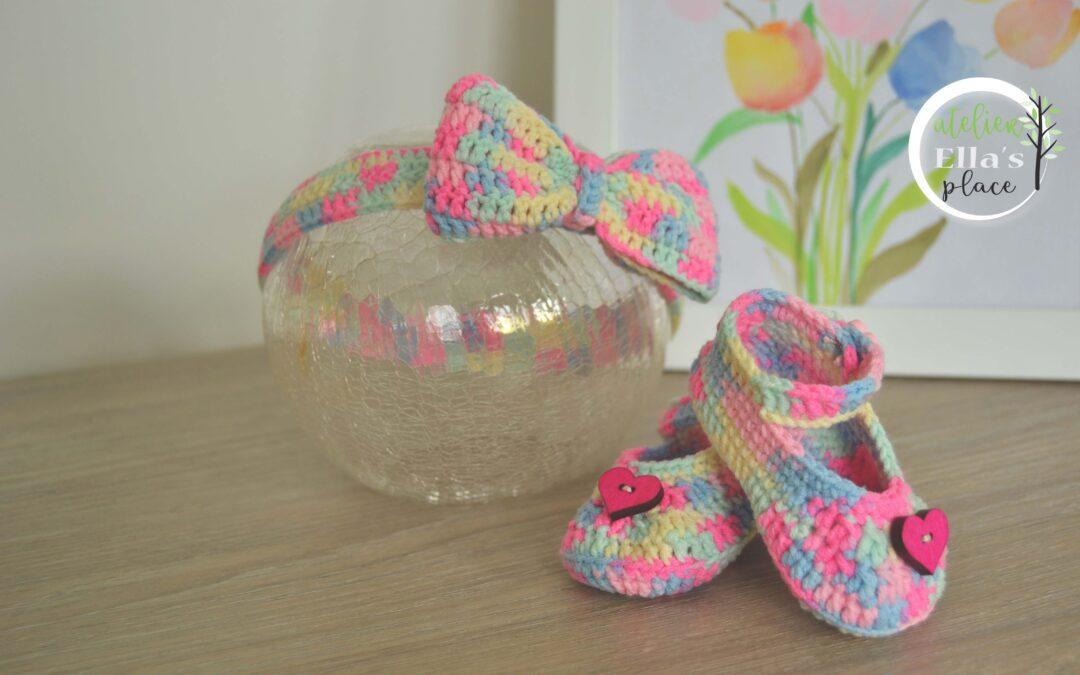 Rochiță tricotată, pantofiori croșetați și bentiță, pentru fetițe